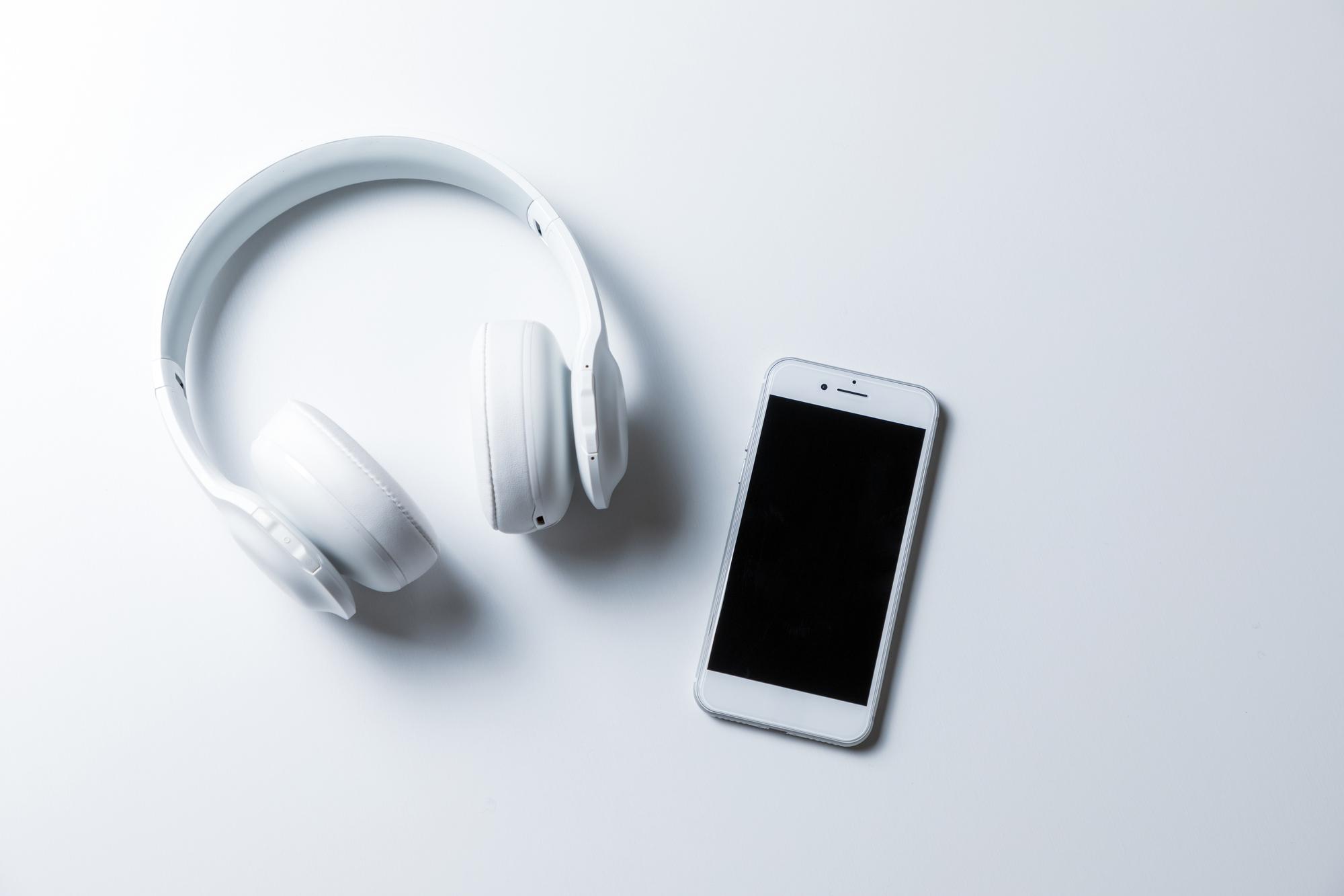 iPhoneでのワイヤレスイヤホンの接続方法はとっても簡単です。次の手順で完了します。